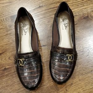 Womens Life Stride brown loafers size 9